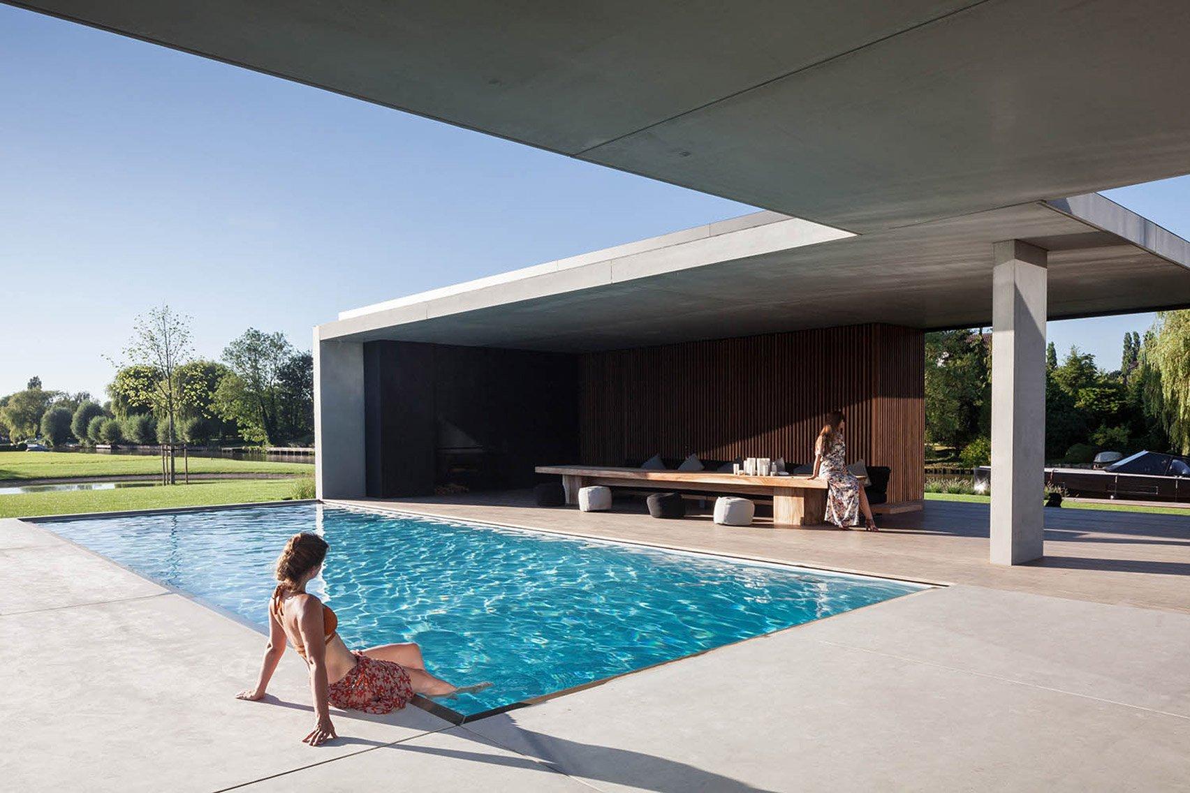 Una casa per single con bar e piscina a vetri idealista news for Casa per single