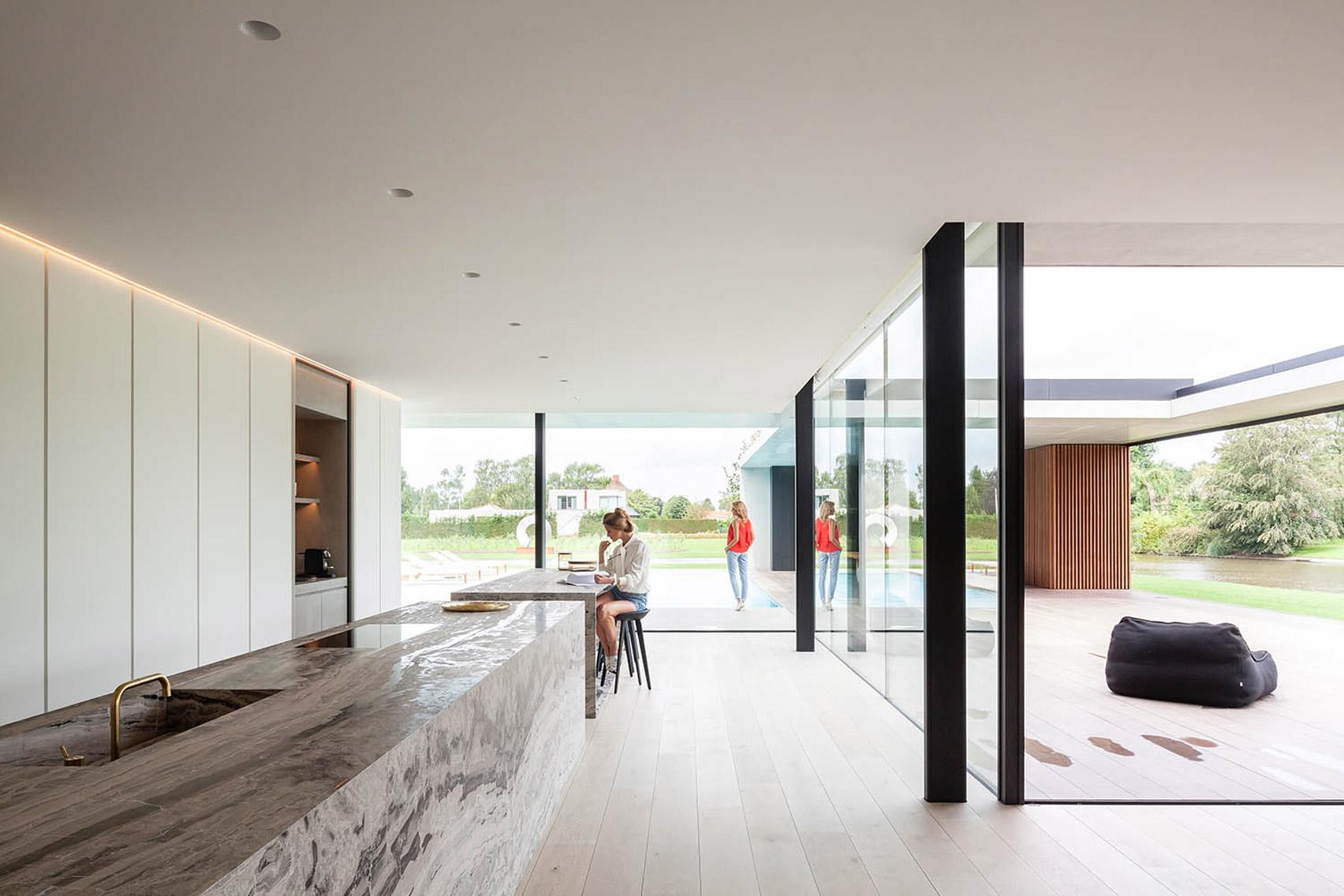 La cucina / Govaert & Vanhoutte Architects