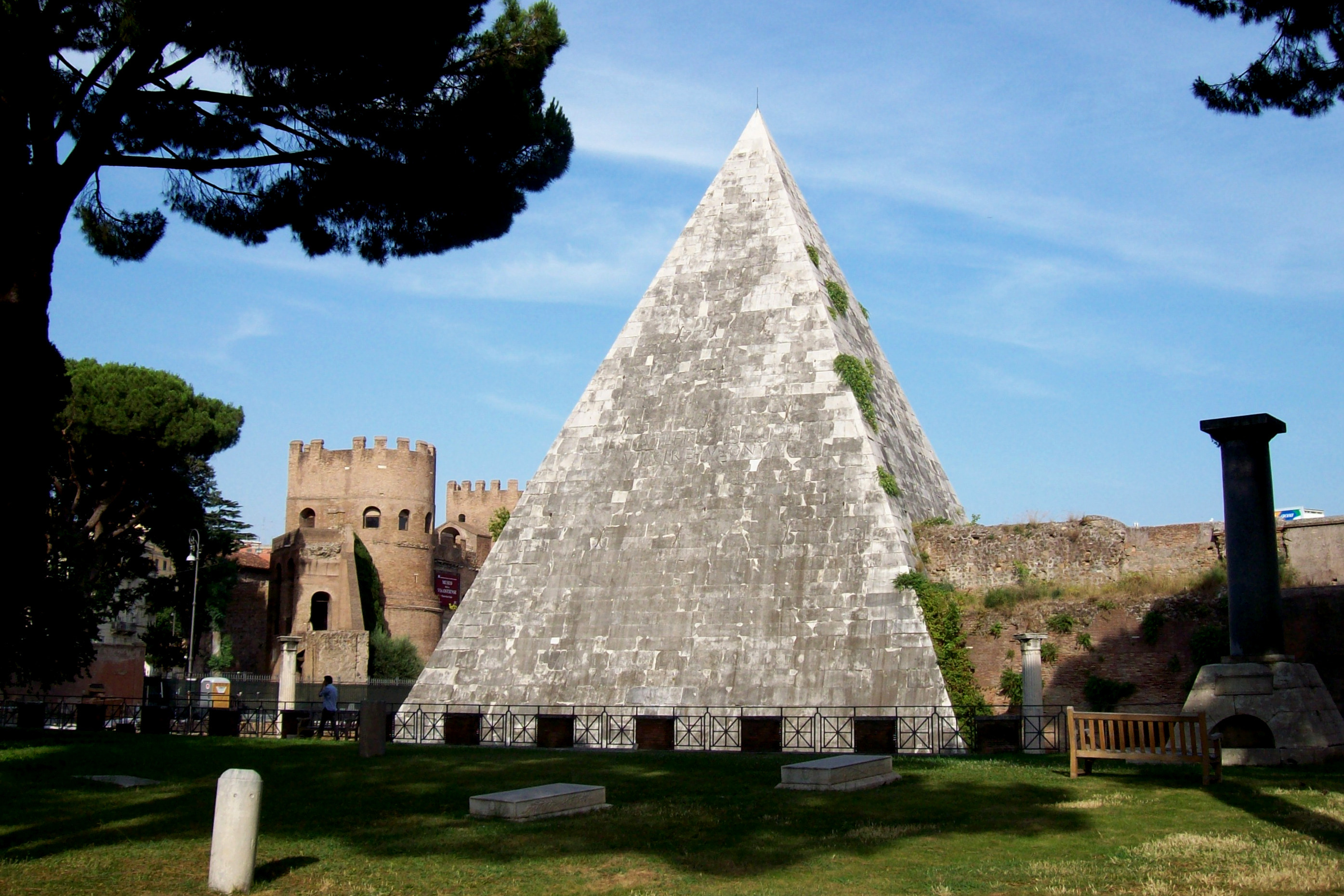 Piramide Cesta, Roma