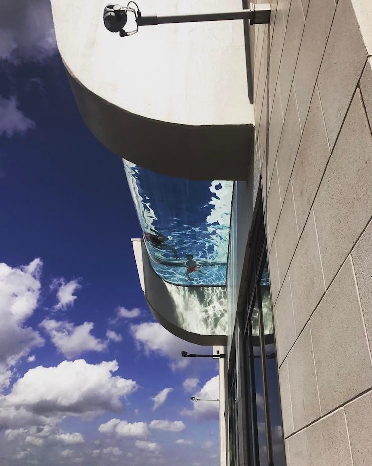 Fiore all'occhiello è la magnifica piscina a vetri / Market Square Tower