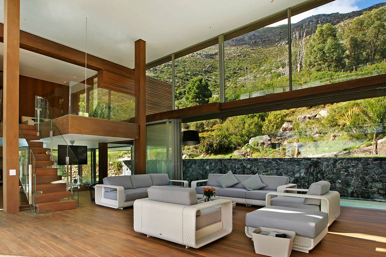 La zona piscina piscina comprende due vasche, una jacuzzi, una sauna e una sala massaggi con bagno turco / Luxury Retreats