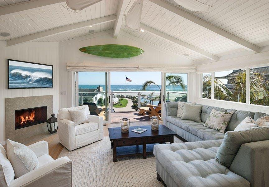 L'immobile si trova sulla costa di Carpinteria, nella contea di Santa Barbara / via Compass