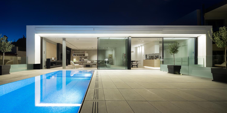 La vista sulla piscina / George Messaritakis
