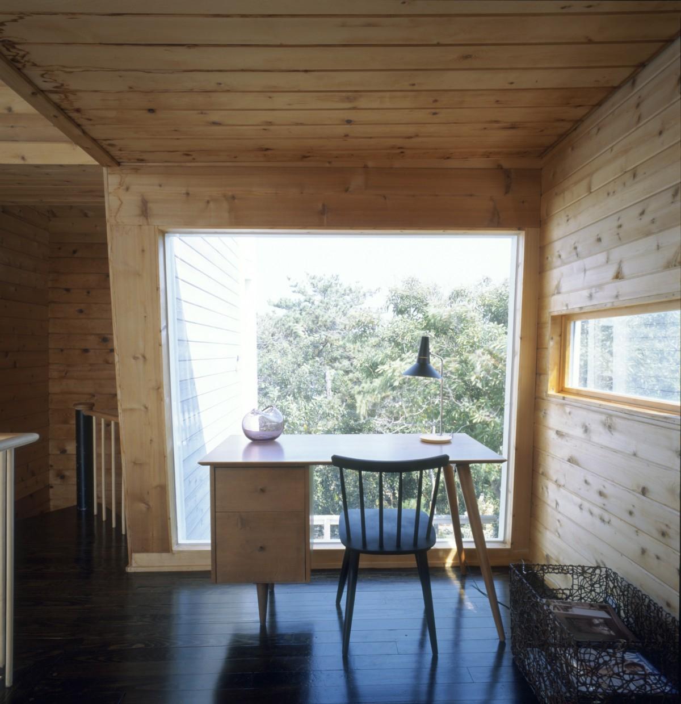 Ciò che rende speciale questa casa d'autore sono i suoi alti soffitti / Vinnie Petrarca Fire Island Real Estate