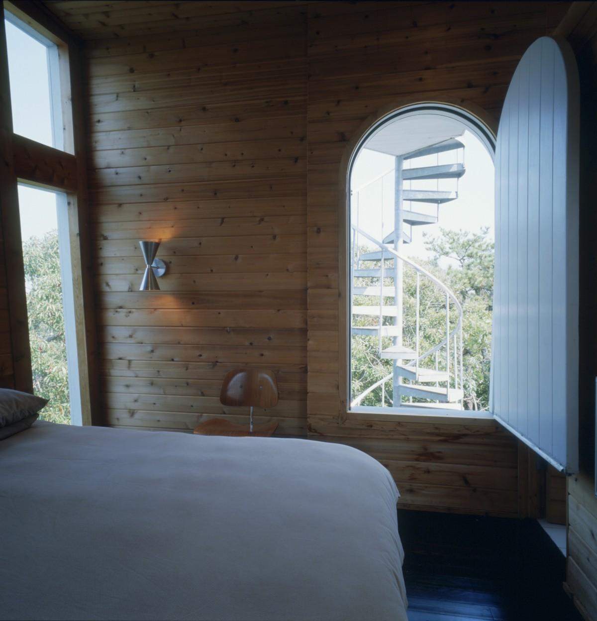I soffitti si trovano a quasi nove metri di altezza / Vinnie Petrarca Fire Island Real Estate