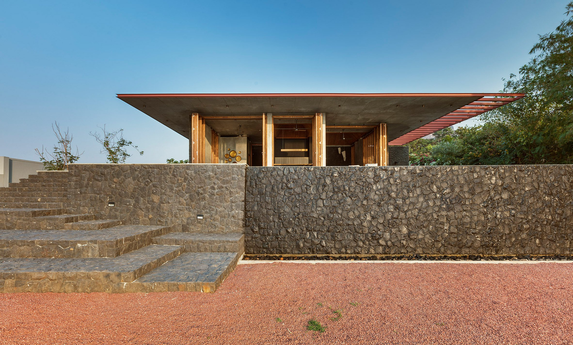 La casa è circondata da un paesaggio spettacolare / Shamanth Patil J.