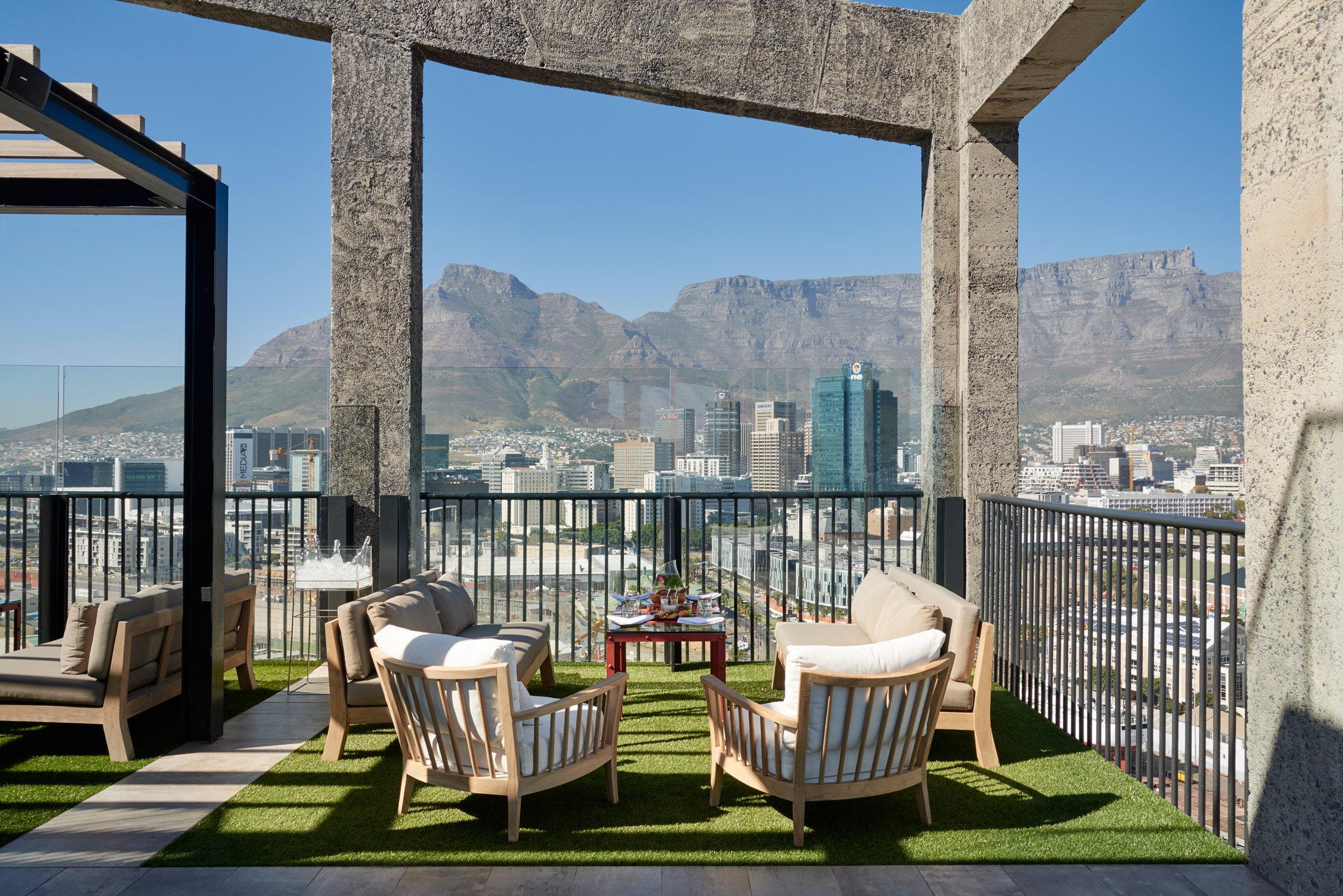 La vista dalla terrazza / The Royal Portfolio hotel