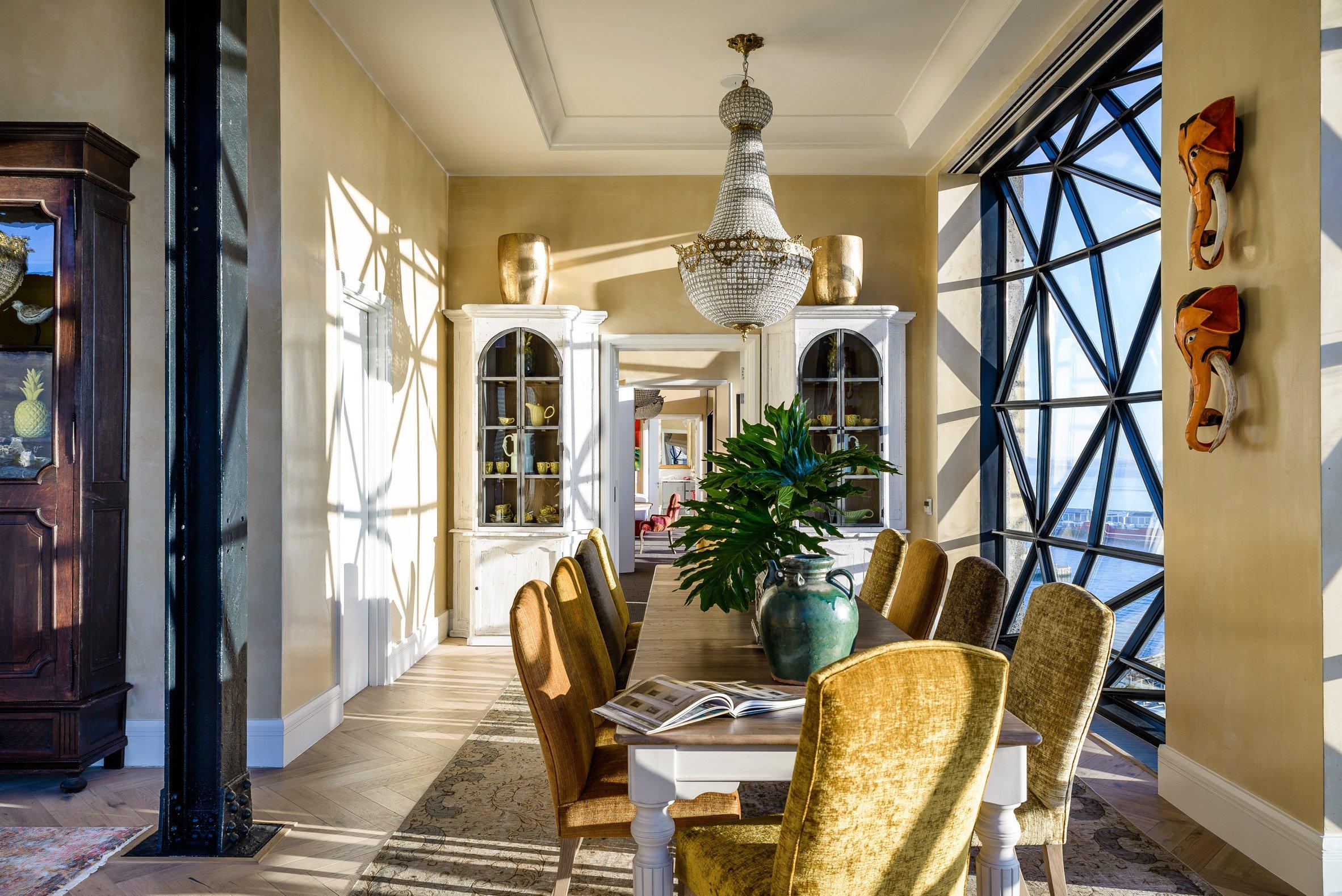 Un particolare dell'ambiente interno / The Royal Portfolio hotel