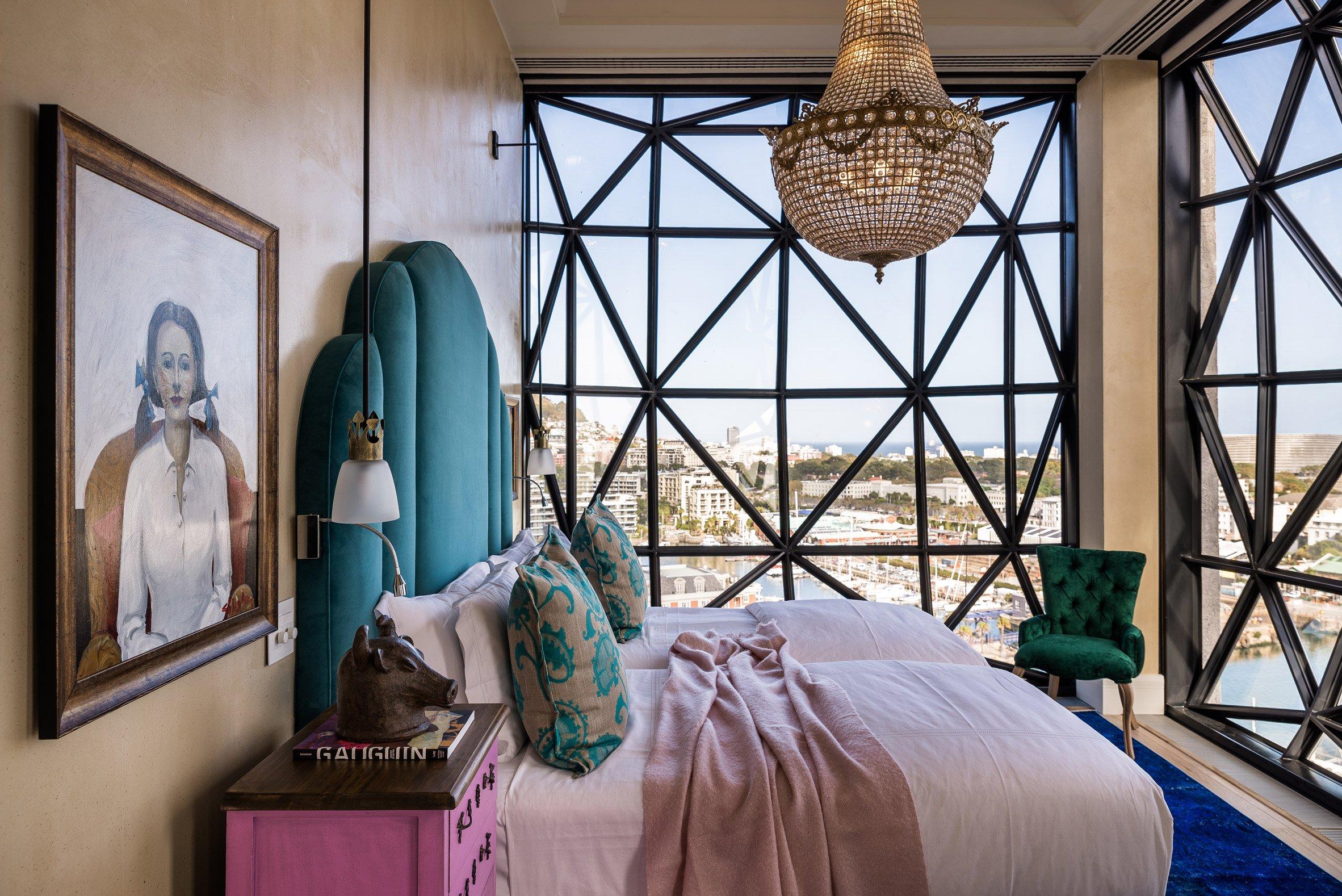 L'hotel dispone di 28 suite con finestre cilindriche / The Royal Portfolio hotel