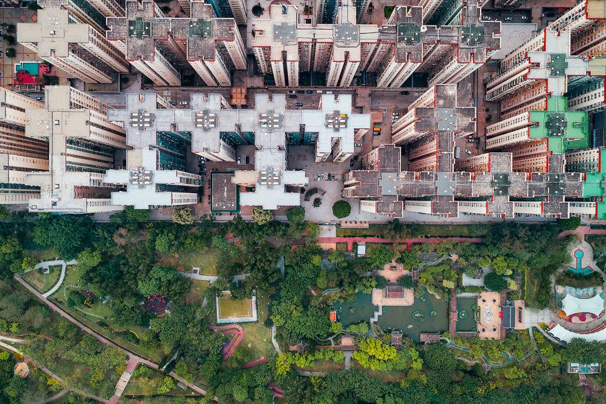 Le forme geometriche si susseguono l'un l'altra / AndyYeung