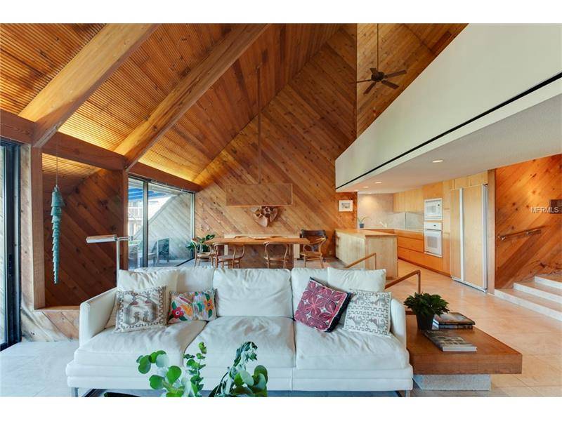 La casa si trova ad Atlantic Beach in Florida / Modern Sarasota