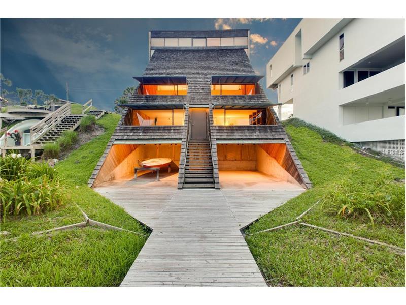 Una piramide incredibile in vendita sulla costa della for 2 piani di casa contemporanea di storia