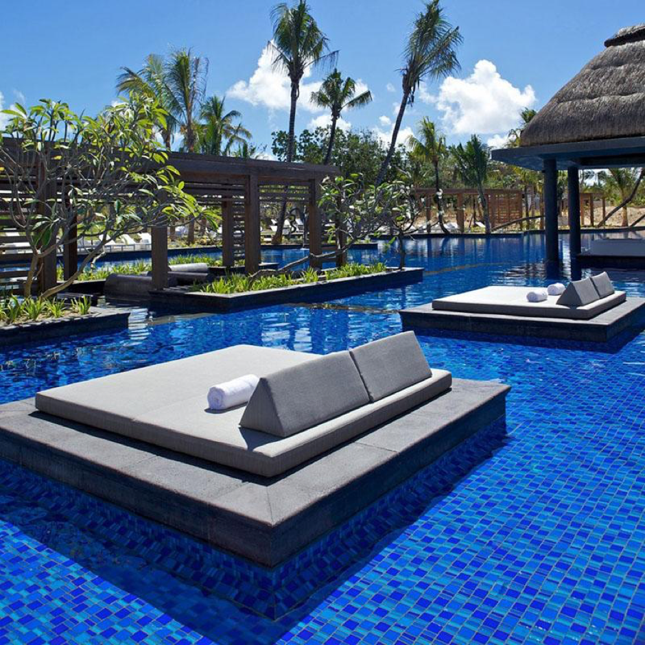 Un letto circondato dall'acqua