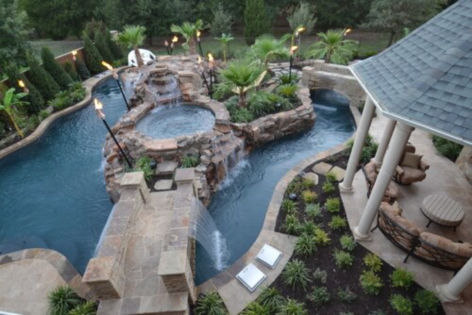 Una spa a forma di cascata