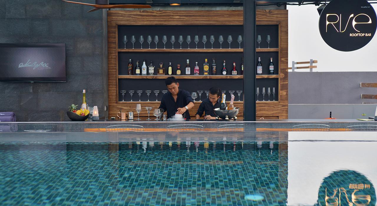 La cosa migliore del resort Akyra Manor Chiang Mai è la piscina che si affaccia sull'infinito / Akyra Chiang Mai Hotel