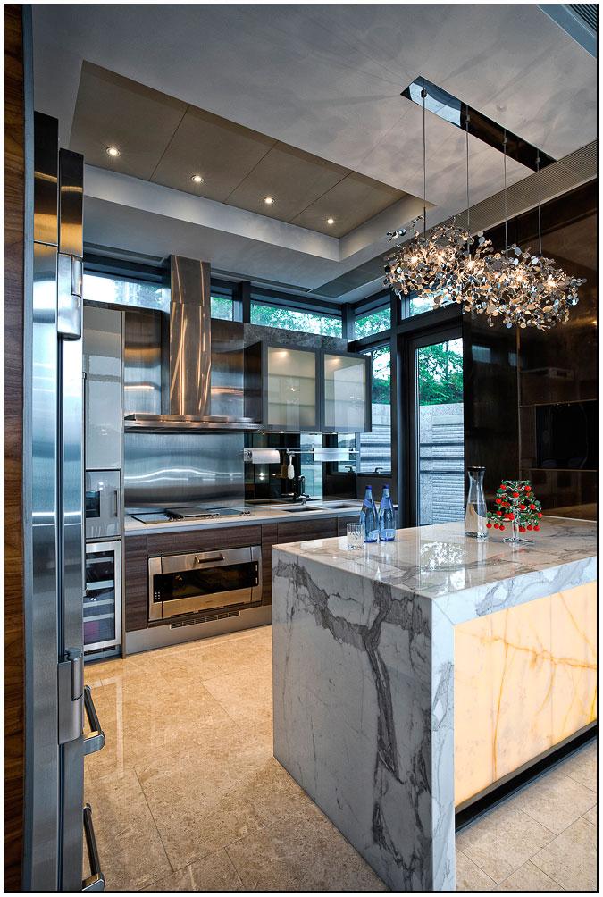 La casa ha una superficie di 200 m2 / Homedsgn