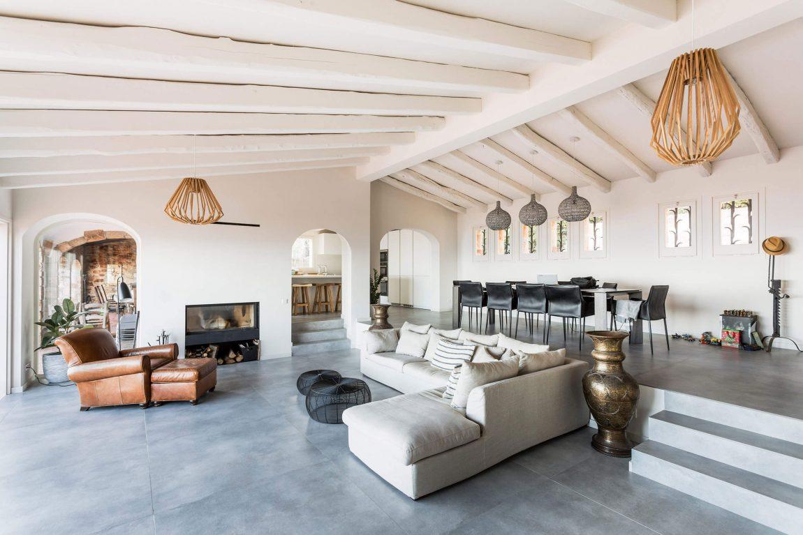 La casa si trova a Playa de Aro, Girona (Catalogna)  / Homedsgn