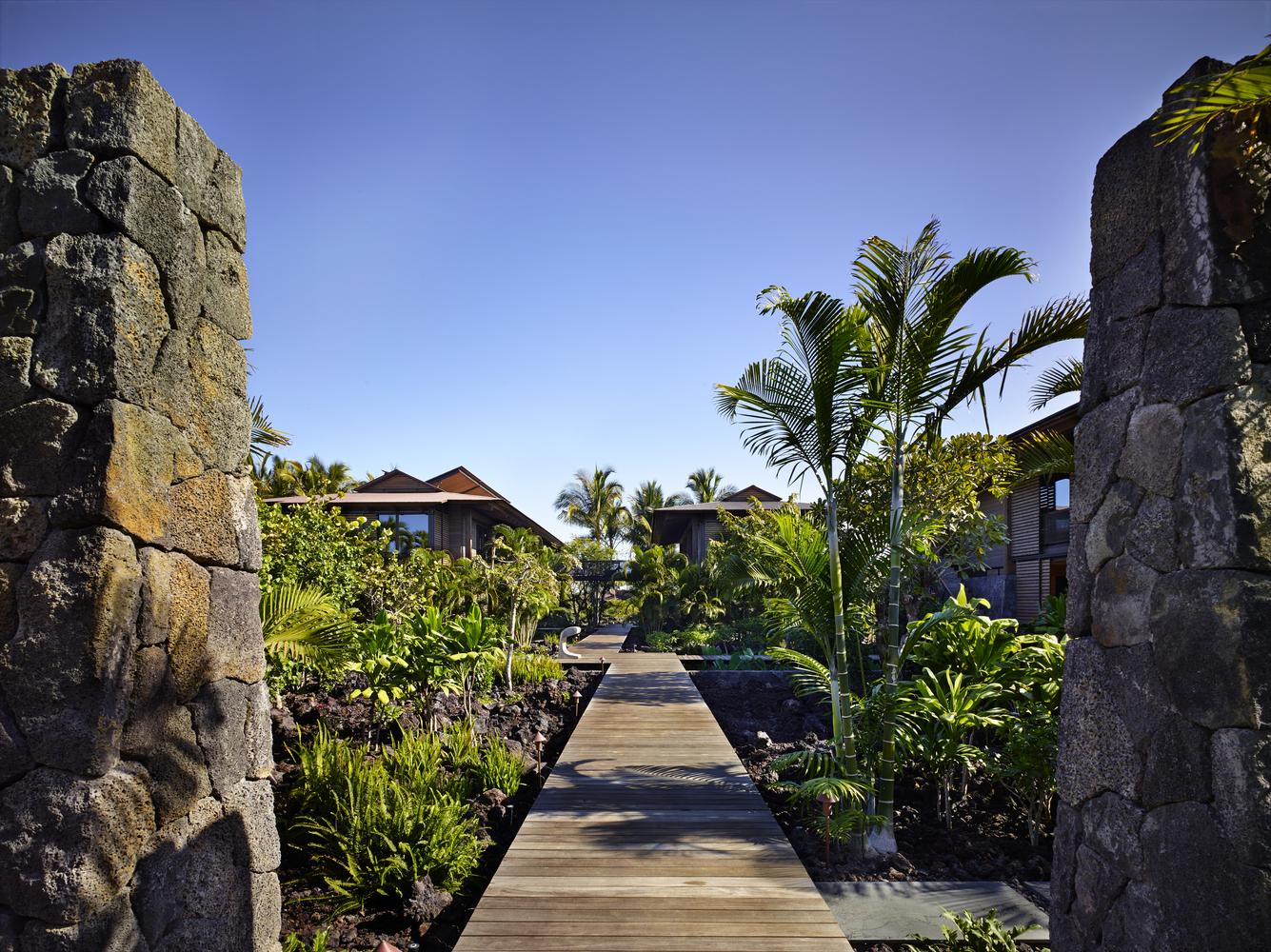 La casa si trova in Polinesia  / Benjamin Benschneider