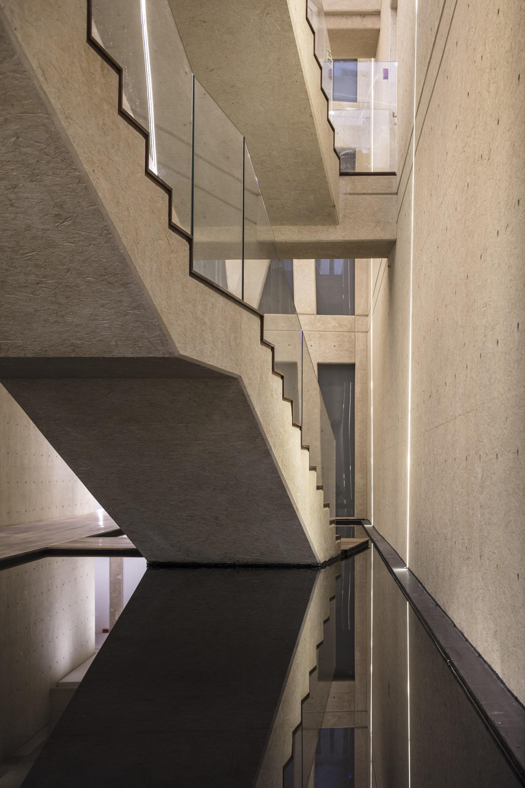 La struttura è stata realizzata in cemento bianco per mimetizzarsi con le dune di Arsuf / Gottesman-Szmelcman Architecture