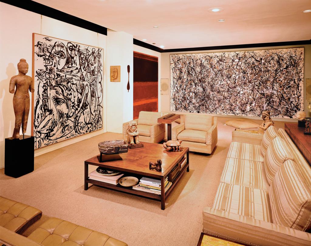 """Il salone con l'opera """"One"""" di Jackson Pollock"""