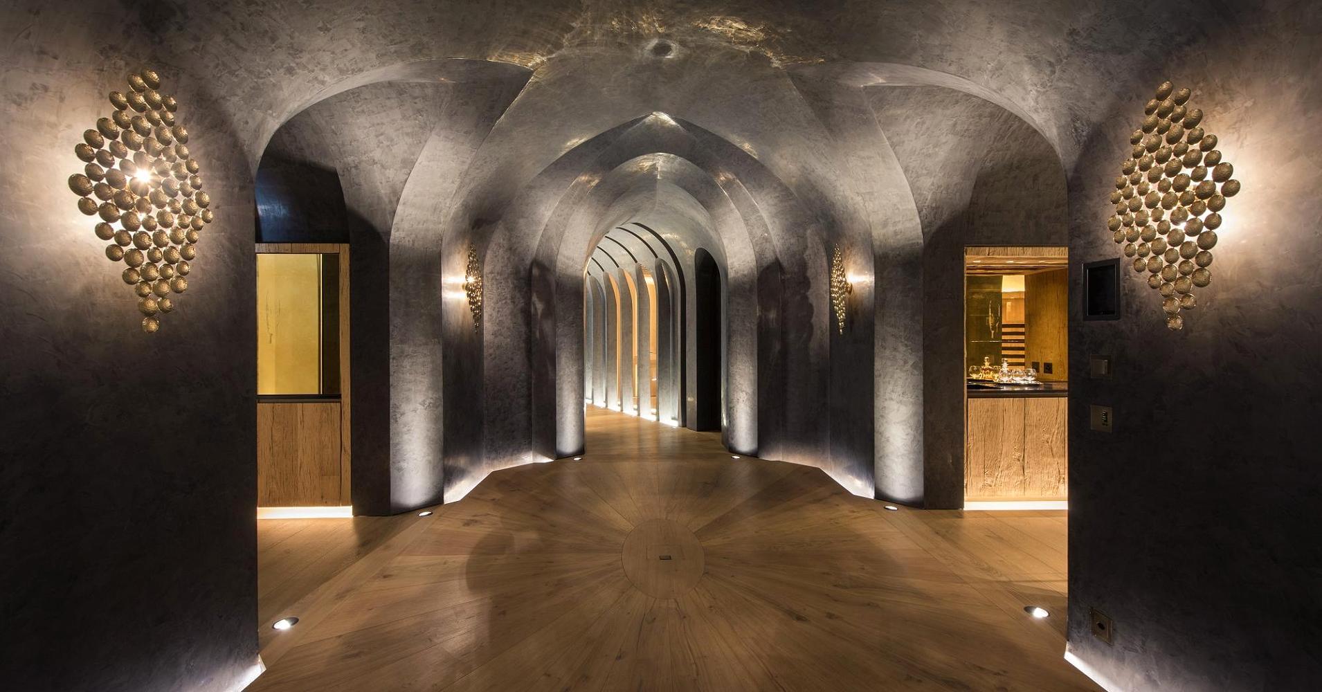 Ha finestre alte 11 metri con una vista spettacolare sulle Alpi e a prova di valanga / 20 Minuten