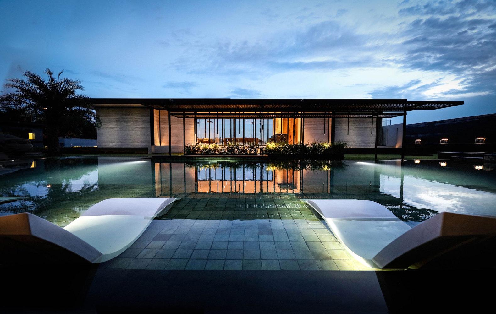 La trasformazione di una villa noiosa in una casa da sogno for Piani di lusso a pianta aperta