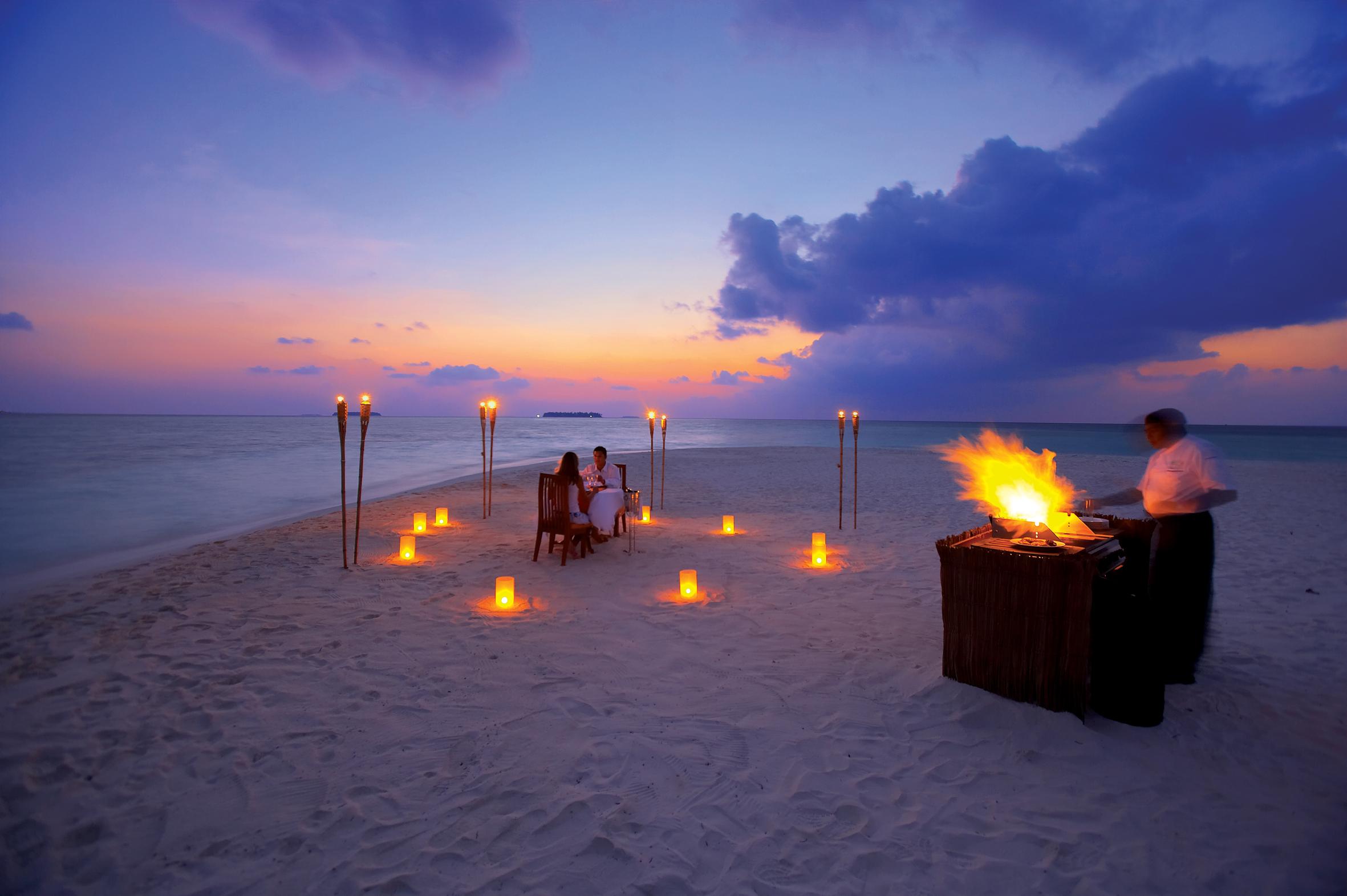 Dal giorno alla notte, la spiaggia è un luogo idilliaco