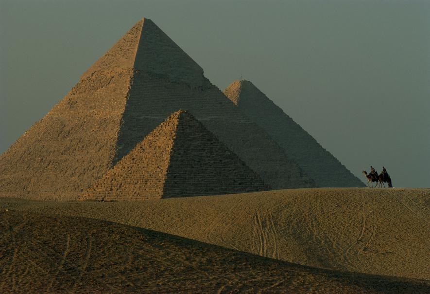 essay on pyramid of giza The pyramids of ancient egypt are as fascinating and intriguing, as they are breathtaking egyptologists and historians have long debated the question of who built the pyramids, and for what reason.