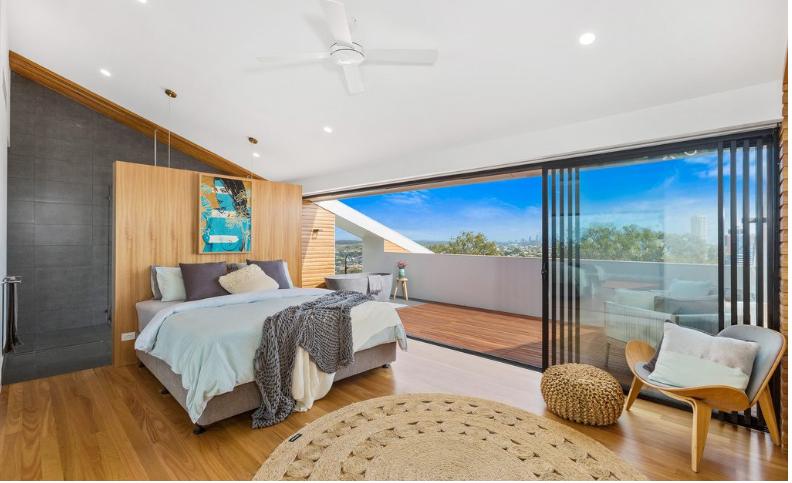 Ampia stanza da letto con terrazza