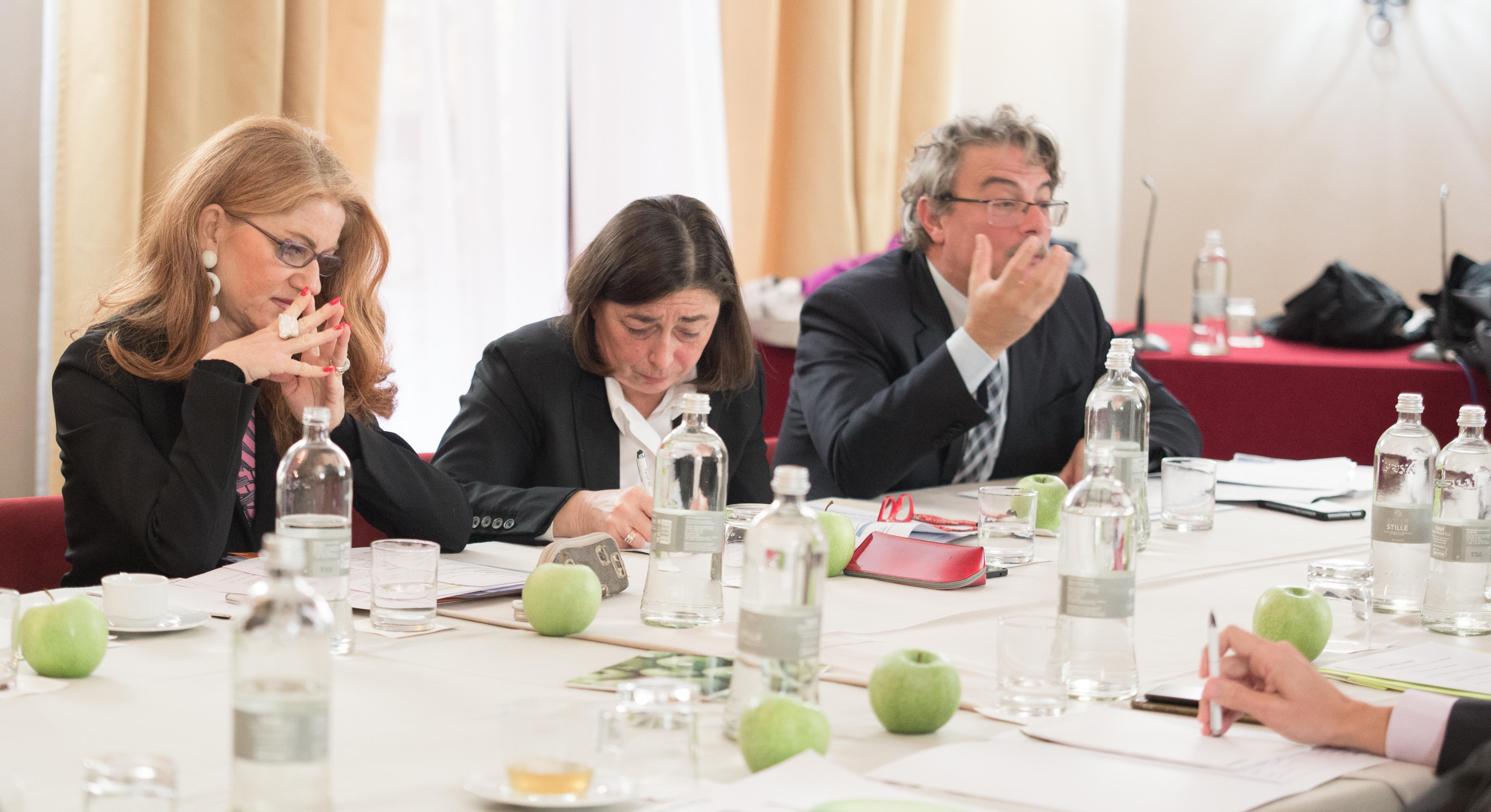 Da destra: Guerrieri (Omi), Coletti (Banca Intesa), Rubertelli (Notariato)