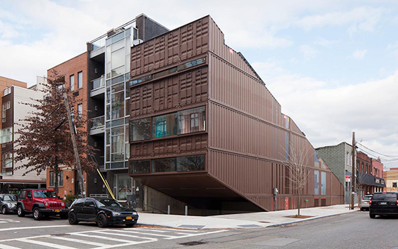 Questa enorme casa a brooklyn stata costruita con 21 container marittimi idealista news - Viviendas de contenedores ...