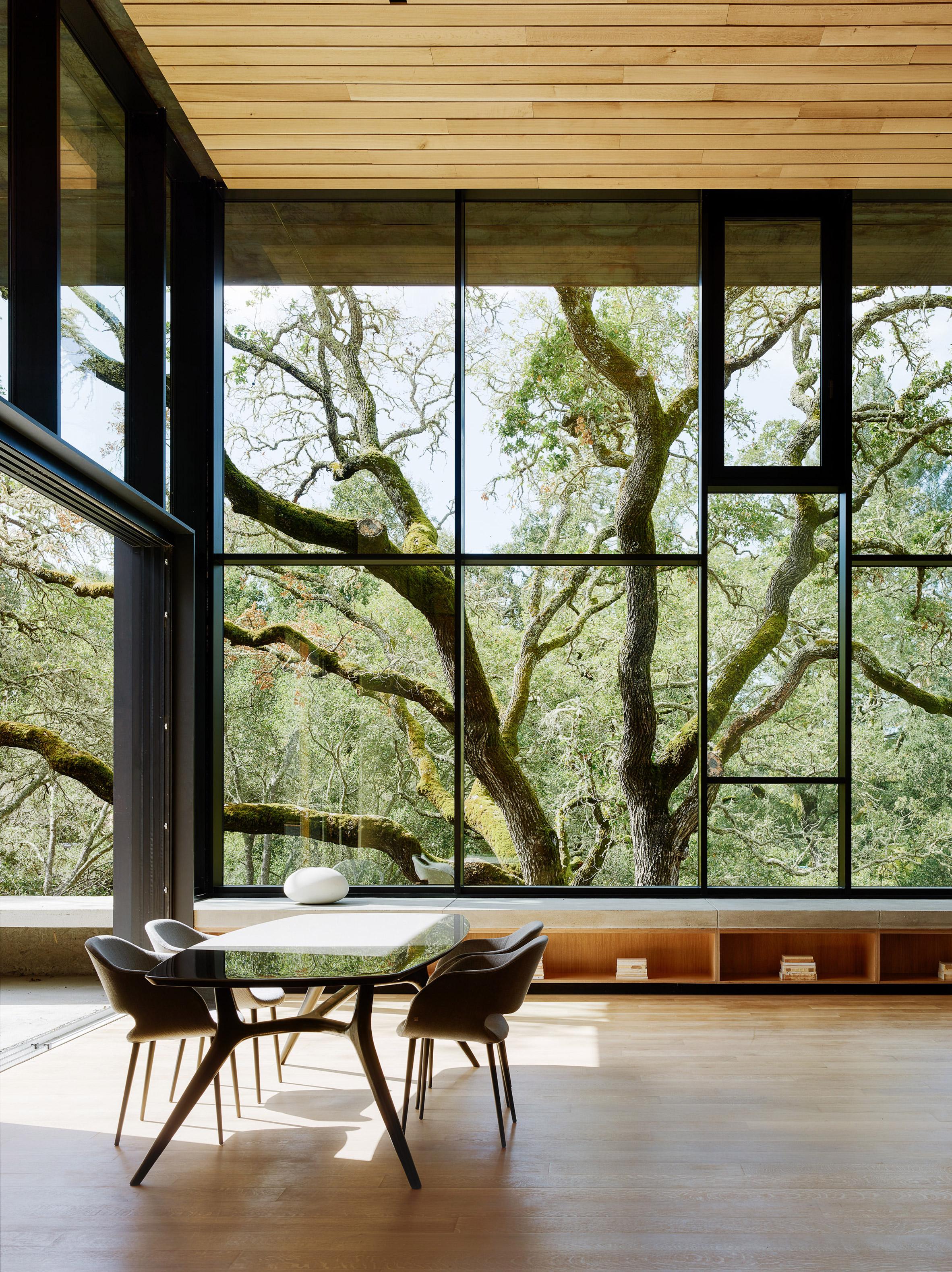 La casa dispone di tre camere da letto, ampie zone salotto, sala da pranzo e soggiorno / Joe Fletcher Photography