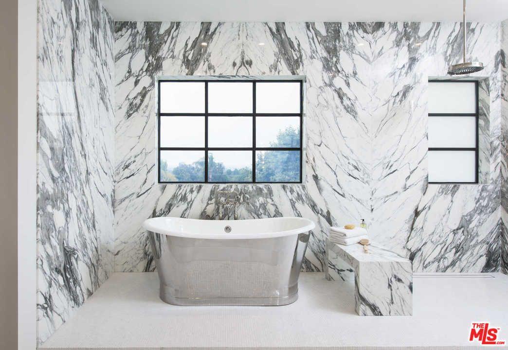 Un bagno fatto di marmo
