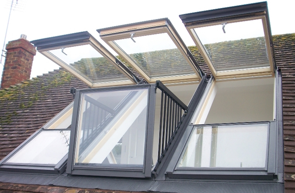 La soluzione a una casa senza terrazza una finestra che for Velux finestre balcone