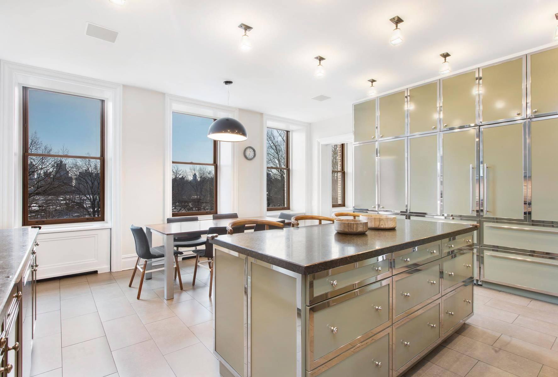 Una bella cucina con isola