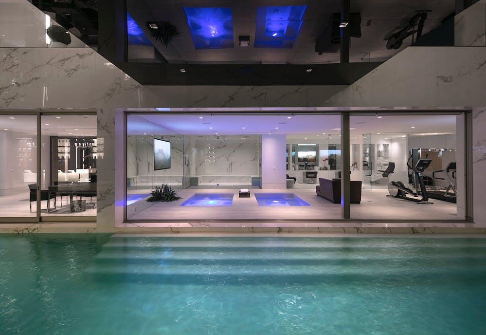 L'elegante piscina / Opus Beverly Hills