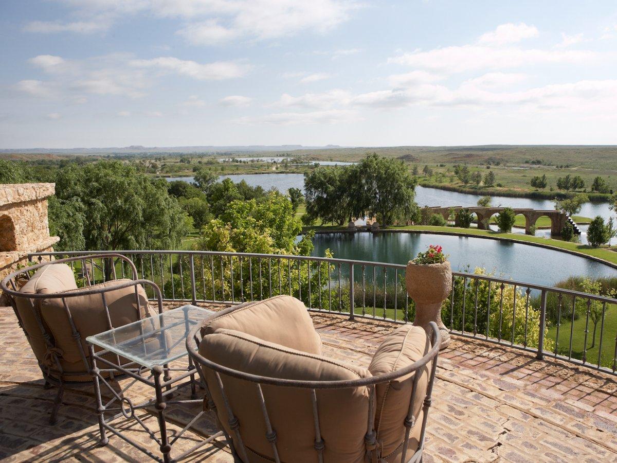 Il magnate del petrolio t boone pickens vende il suo for Texas ranch piani casa con portici