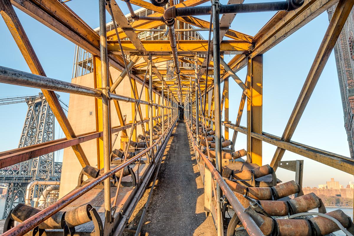 La fabbrica era una raffineria di zucchero / Paul Raphaelson
