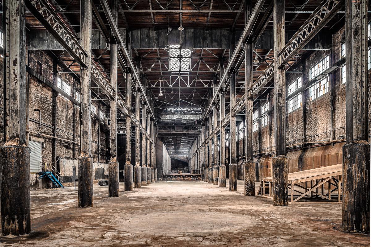 L'interno della fabbrica / Paul Raphaelson