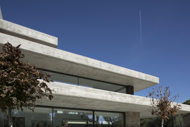 Un dettaglio esterno / Alfonso Calza