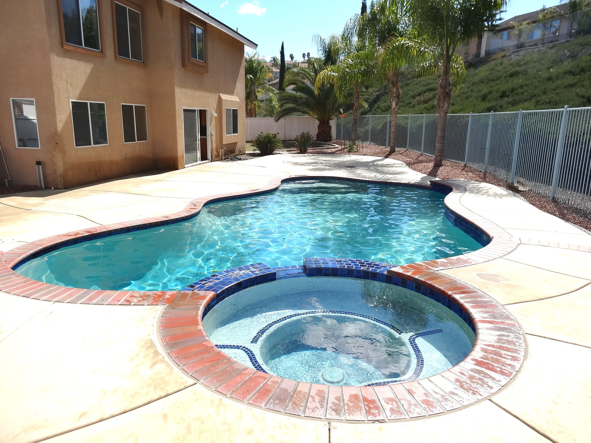 Per il 45% degli intervistati è essenziale una piscina con idromassaggio / Pixabay