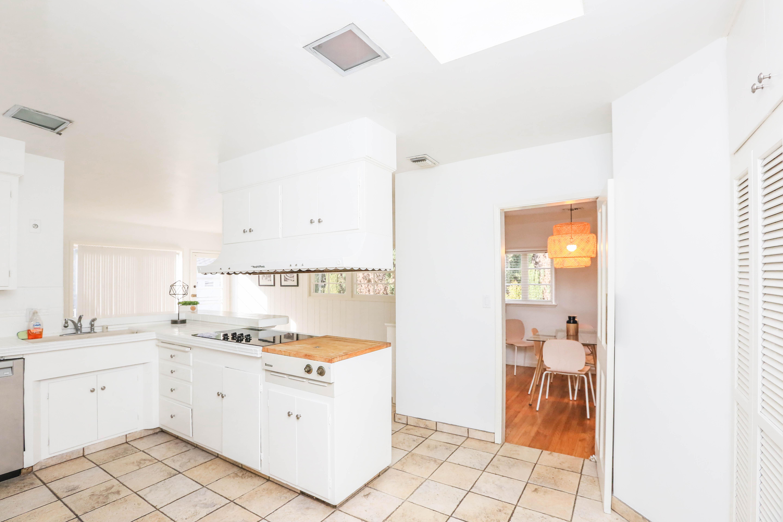 La cucina completamente attrezzata / The Agency
