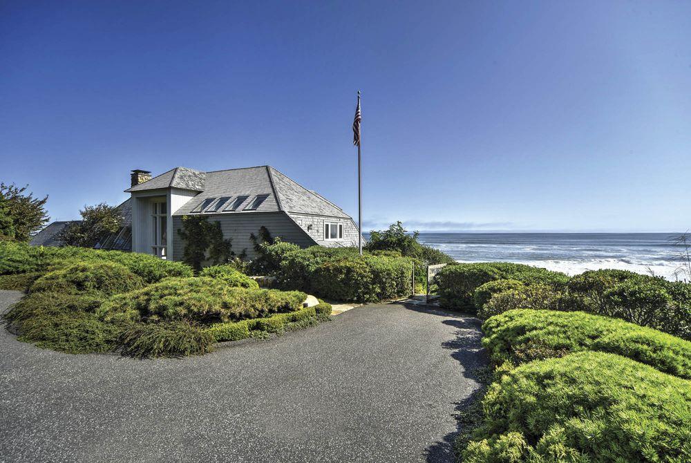La villa si trova di fronte alla spiaggia di Montauk, New York / Chris Foster