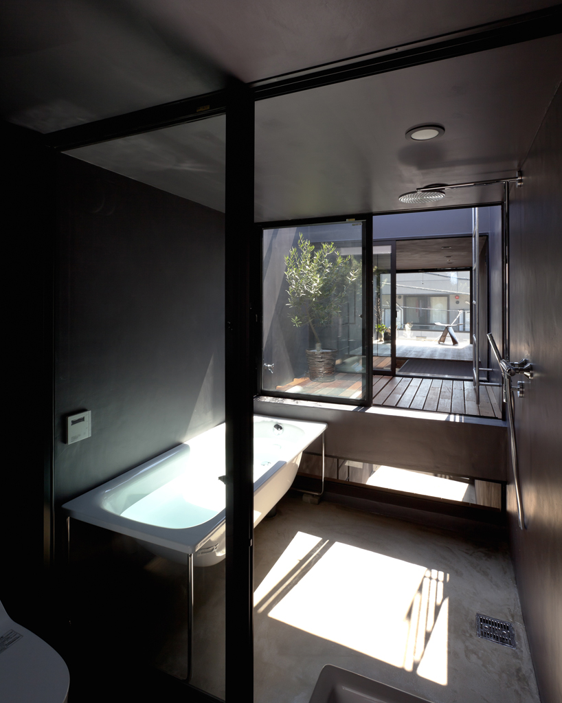Scorcio del bagno / Designboom