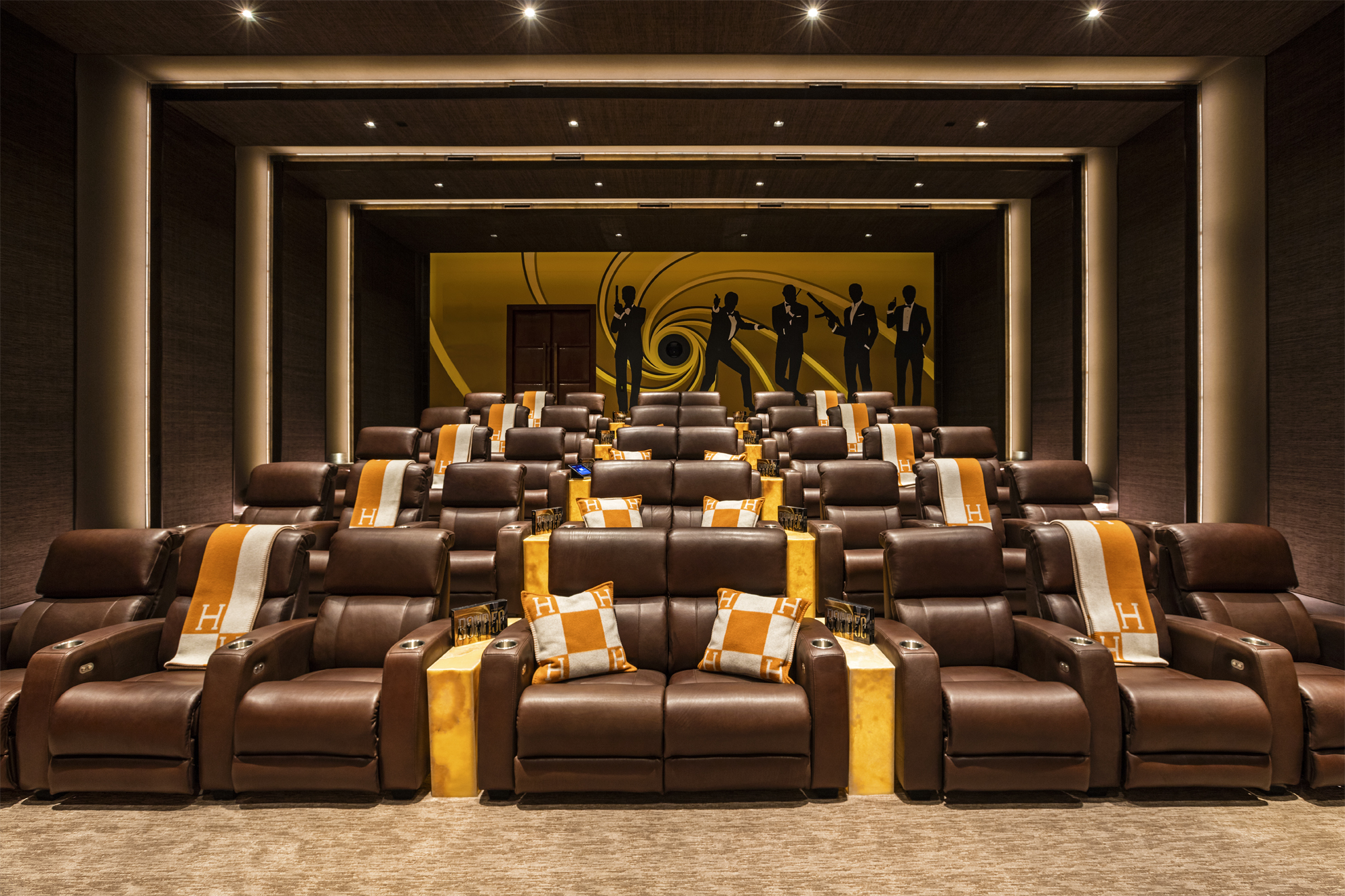 Il cinema ispirato a James Bond / 924 Bel Air Rd.