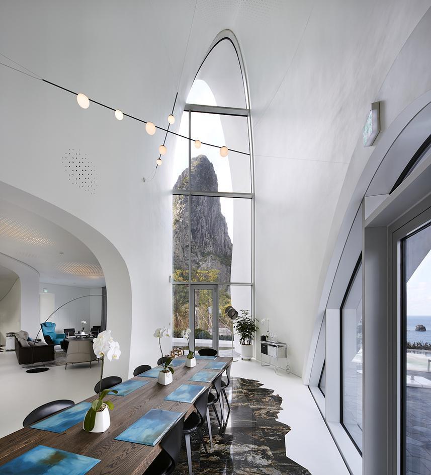 La sala da pranzo / Kim Yong Kwan