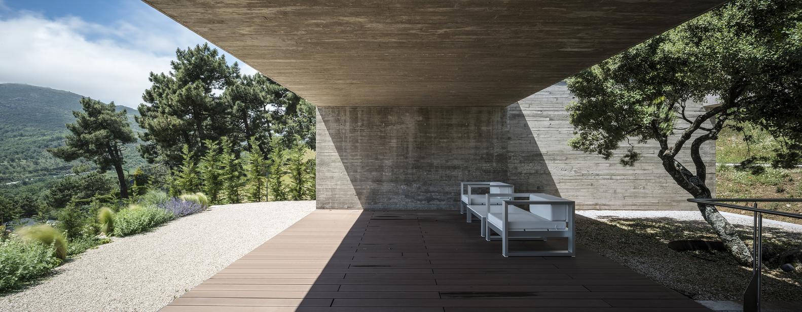 L'esterno / Jesús Granada