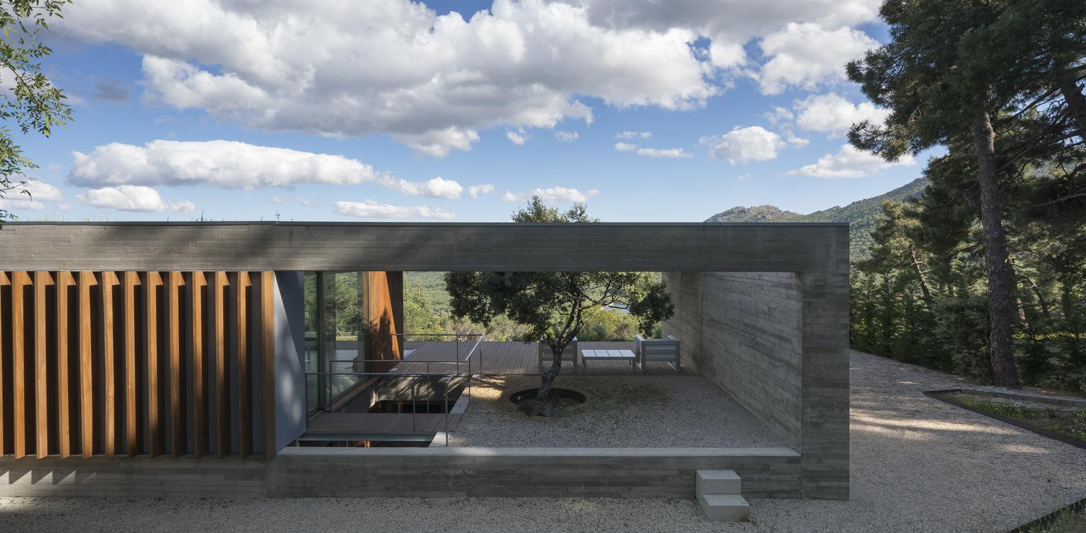 In spagna una favolosa casa con vista dalle montagne di for Design della casa a 3 piani
