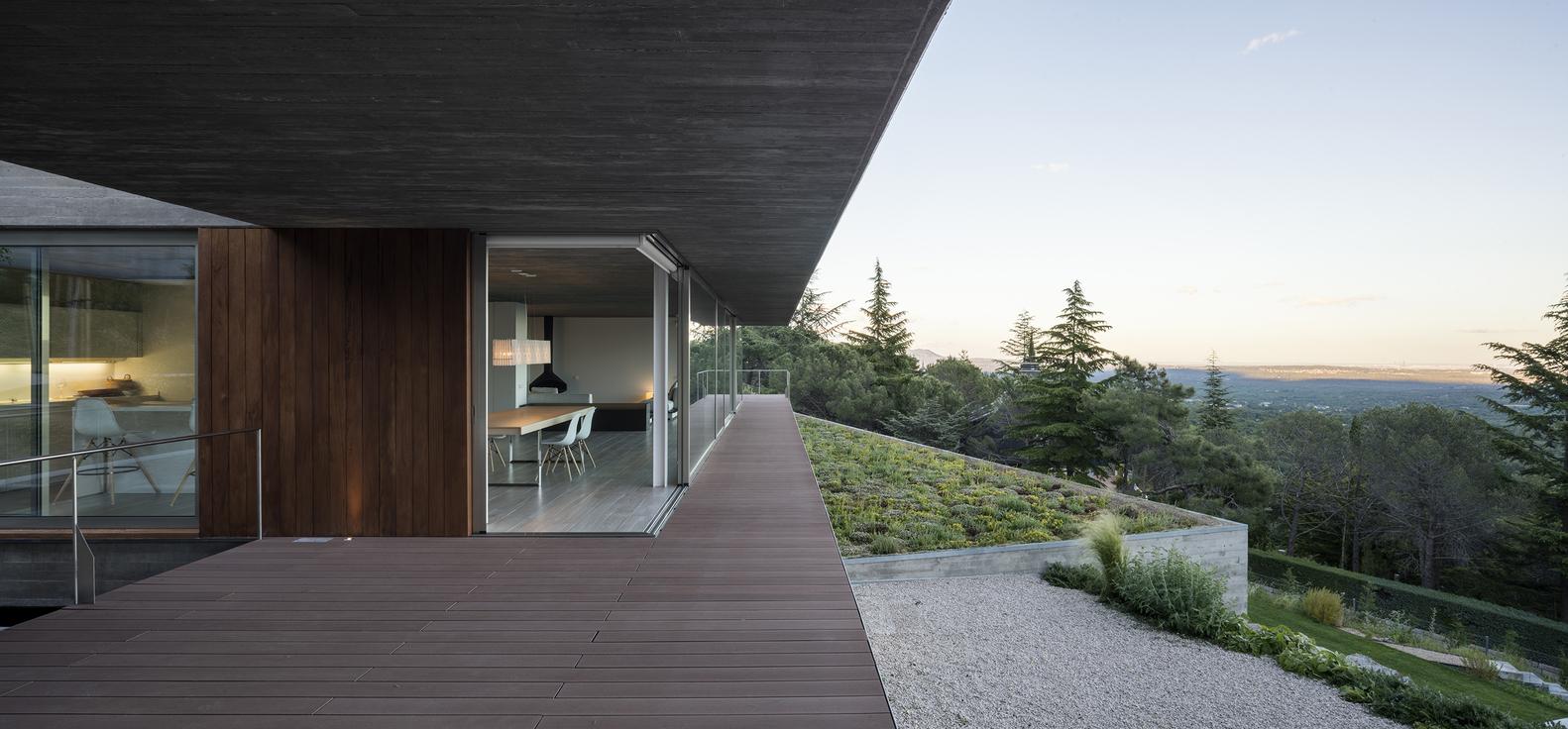 La casa ha una vista spettacolare dalla Sierra de Guadarrama a Madrid / Jesús Granada