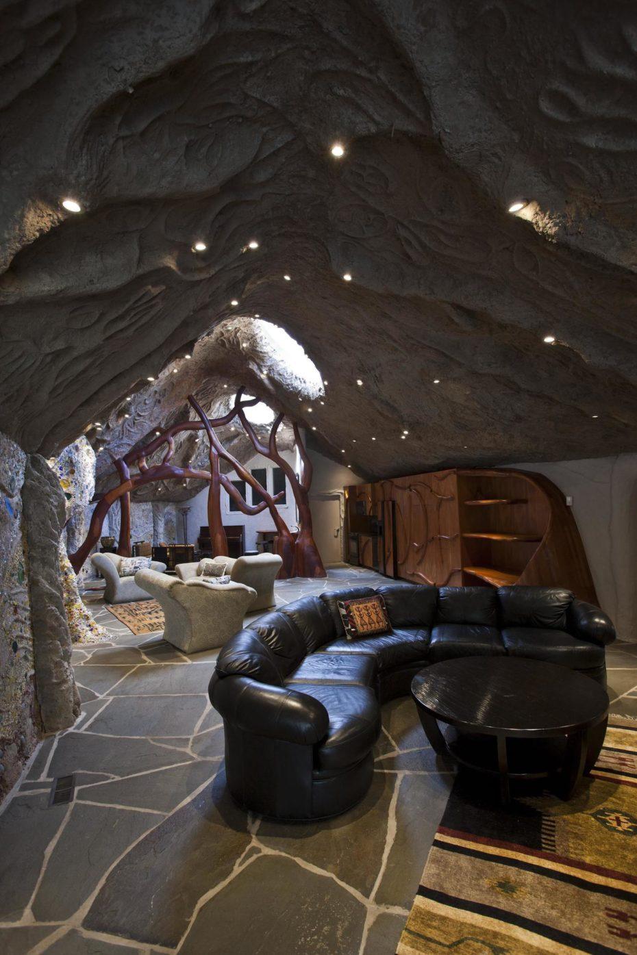 La superficie è di 390 m2 / http://www.mushroomhouse.com/